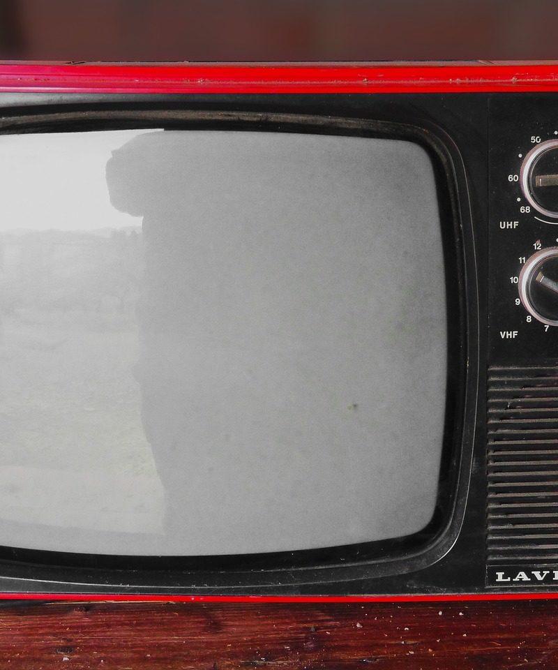 Wieczorny odetchnięcie przed telewizorem, lub niedzielne serialowe popołudnie, umila nam czas wolny oraz pozwala się zrelaksować.